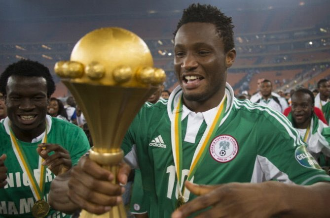 Mikel Obi winning the AFCON 2013